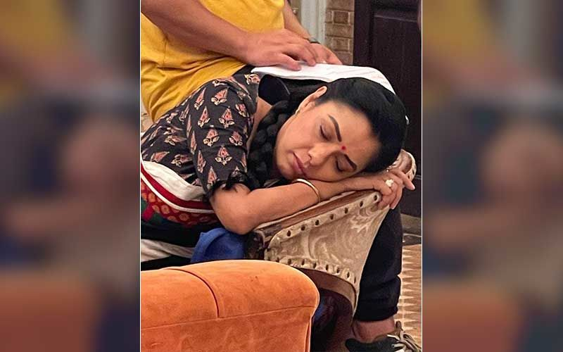 Anupamaa Fame Rupali Ganguly Is Caught On Camera While Taking A Nap On The Set; Actress Says 'Nidra- Aasana Is The Only Aasan I Have Mastered'