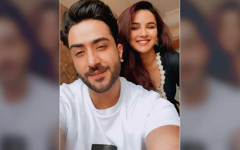 2 Phone: Ahead Of Song Release, Aly Goni Treats JasLy Fans With A Cute Selfie With Ladylove Jasmin Bhasin- See Pic