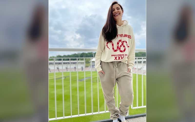 Anushka Sharma Drops A Blissful Pic Of Her Posing In Front Of An England Stadium; Actress Says Virat Kohli Is Exempted From 'Don't Bring Work Home' Rule