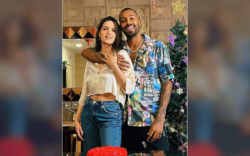 Natasha Stankovic Says She Is 'Casually Cute' As She Dresses Up To Impress In Black; Hardik Pandya Drops A Cheeky Comment, 'My Mama'
