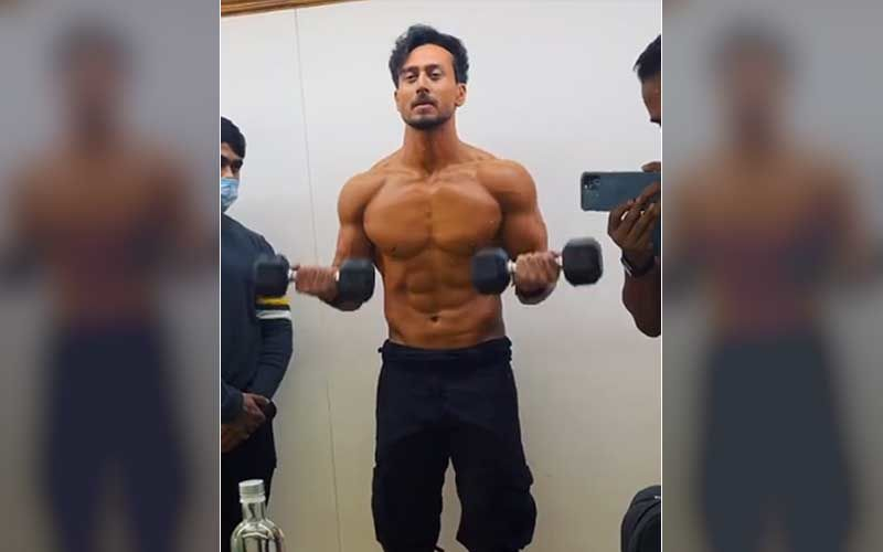 Tiger Shroff Kick-Starts Prep For Heropanti 2; Actor Gives Sneak-Peek Doing Bicep Curls, 'Getting Action Ready After A While'-VIDEO