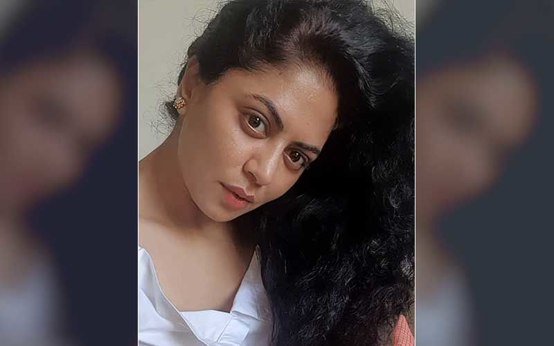 Bigg Boss 14's Kavita Kaushik Slams A Troll Who Calls Her 'Budhi Ghodi'; Responds With A Befitting Reply, Asks 'Iss Desh Mei Umar Badhna Paap Hai Kya?'