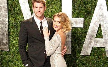 Liam Hemsworth denies he's engaged