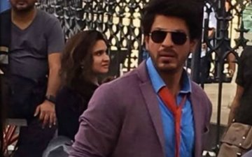 VIDEO: SRK Kickstarts Shooting For Imtiaz Ali's Next With A Song