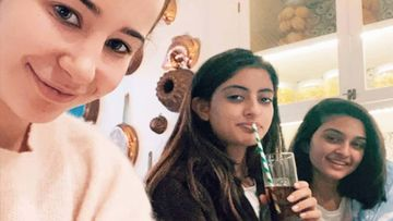 Shweta Bachchan Nanda's Daughter Navya Chills With Her Buddies, Pic Goes Viral