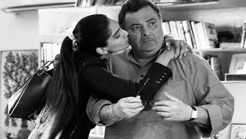 Rishi Kapoor Dies Of Cancer: Sonam Kapoor Plants A Peck On Rishi Kapoor's Cheeks In This Moving Picture; Says 'I'm Sorry Couldn't Say Bye Properly'