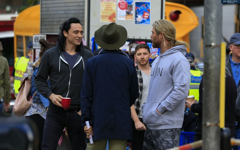 Snapped! Chris Hemsworth and Tom Hiddleston chilling on sets of Thor: Ragnarok