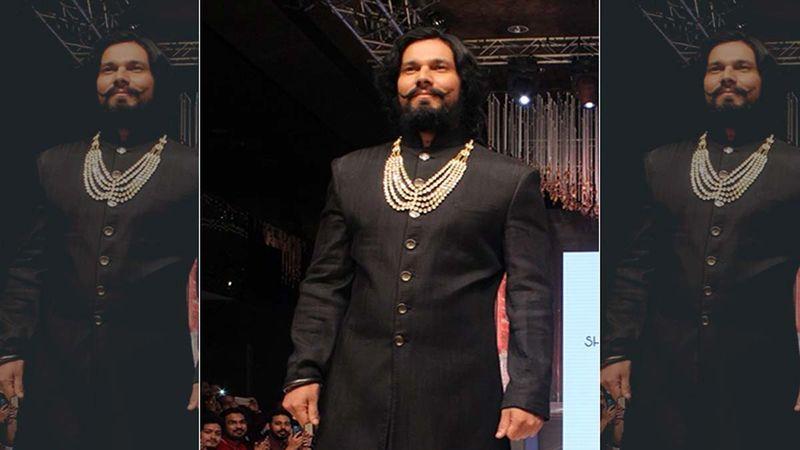 Randeep Hooda Apologized At A Gurudwara Before Chopping Off His Hair To Film Extraction