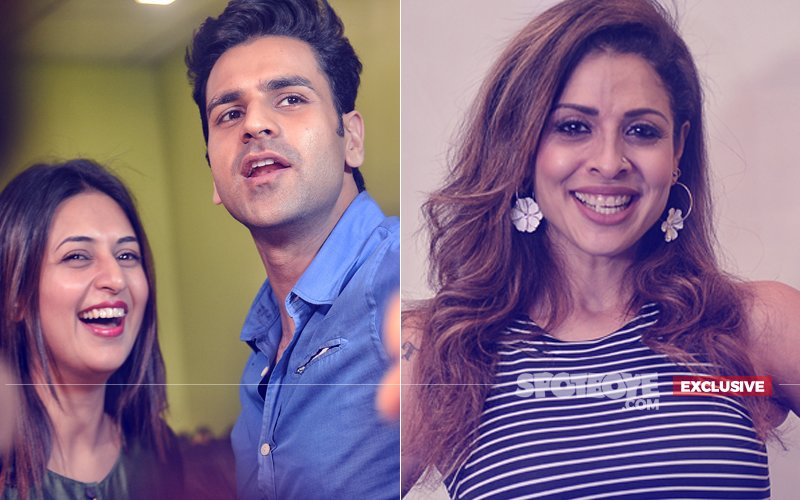 OMG! Popular Television Couple Divyanka Tripathi & Vivek Dahiya Gatecrash Tanaaz Irani's Party