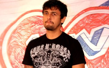 Sonu Nigam Gets Emotional At His First Live Appearance After Injury