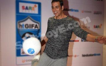 Here's How Akshay Kumar 'Kick'started His Weekend!