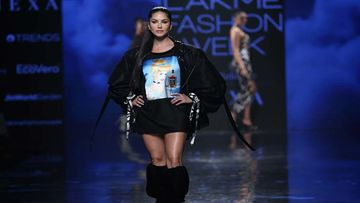 Lakme Fashion Week 2020: Sunny Leone Wears Oversized T-Shirt With Baggy Jacket But Where Are Her Pants?