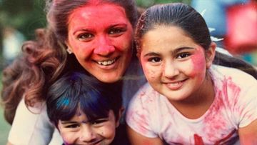Sara Ali Khan Shares An Old Picture From Her Holi Celebration, Gushes Over Mommy Amrita Singh Calling Her 'Dearest Original Protector'