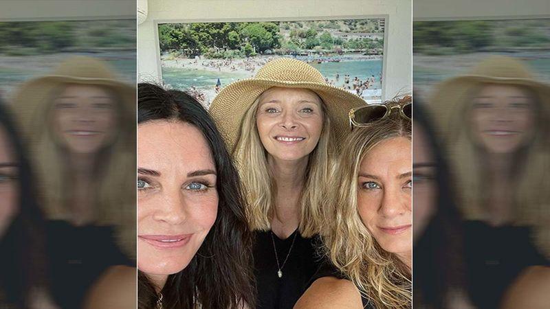 FRIENDS: Courteney Cox, Lisa Kudrow And Jennifer Aniston Celebrate July 4 Together