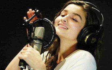 Alia Bhatt croons to Bolna from Kapoor & Sons