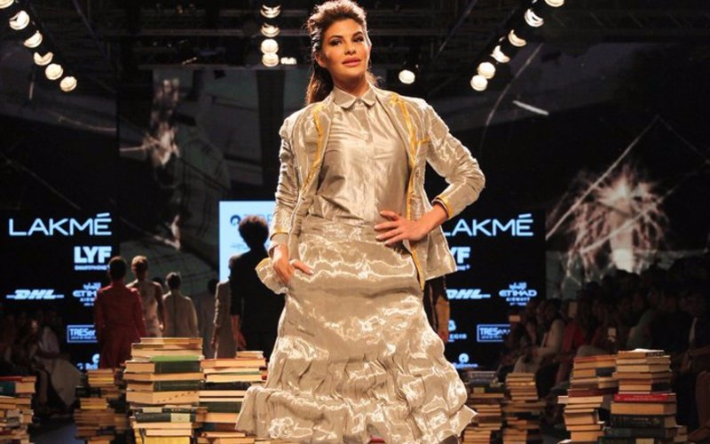 Jacqueline Fernandez spices up Day 3 of Lakme Fashion Week