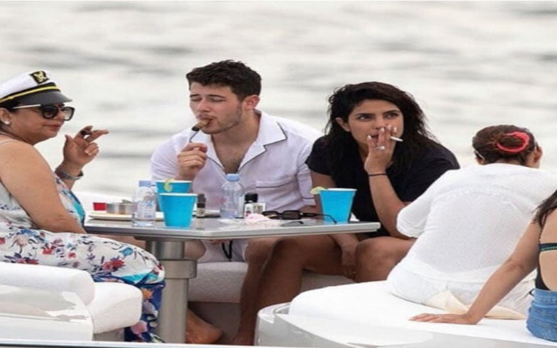 Priyanka Chopra's Pic Smoking With Hubby Nick Jonas and Her Mom Goes Viral; Netizens Troll Her For A Specific Reason
