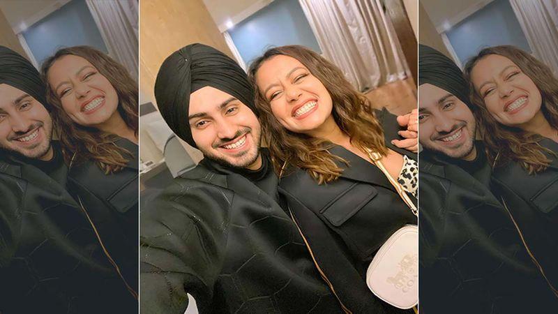 Neha Kakkar And Rohanpreet Singh Indulge In Heavy PDA As They Bid Goodbye To 2020 During A Happening Musical Night