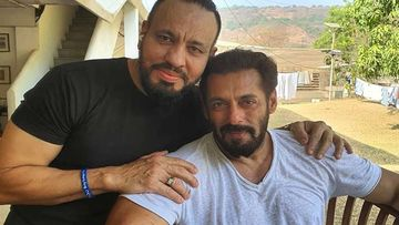 Salman Khan Speaks Of 'Loyalty' As He Twins With Bodyguard Shera In Turban; Pic Will Make You Go 'O Balle Balle'