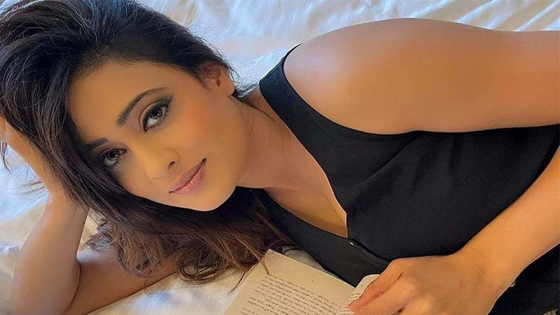 Shweta Tiwari Rocks A Hot Shocking Pink Pantsuit With Sheer Ease, Arjun Bijlani Can't Stop Gushing Over Her Well Toned Abs