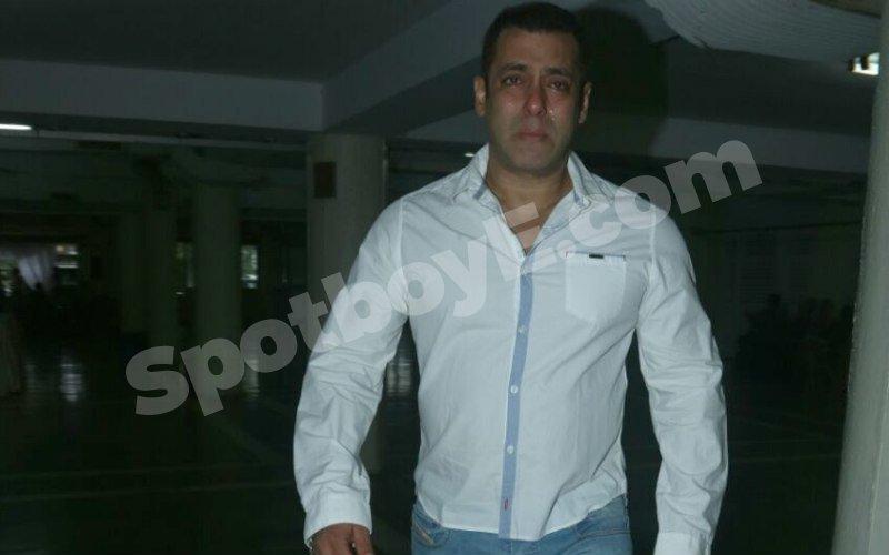 IN PICS: Salman Khan breaks down at Rajjat Barjatya's prayer meet