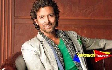 Hrithik off crutches