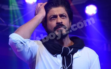VIDEO: AGAIN! Shah Rukh Khan detained at US airport
