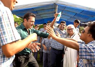 Salman Khan Channels His Inner Child As He Dances With School Kids On The Sets Of Dabangg 3