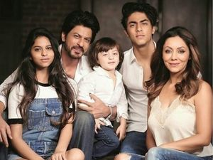 Father's Day 2020: Shah Rukh Khan's Daddy Pictures With Kids Aryan Khan, Suhana Khan And AbRam Are Unmissable