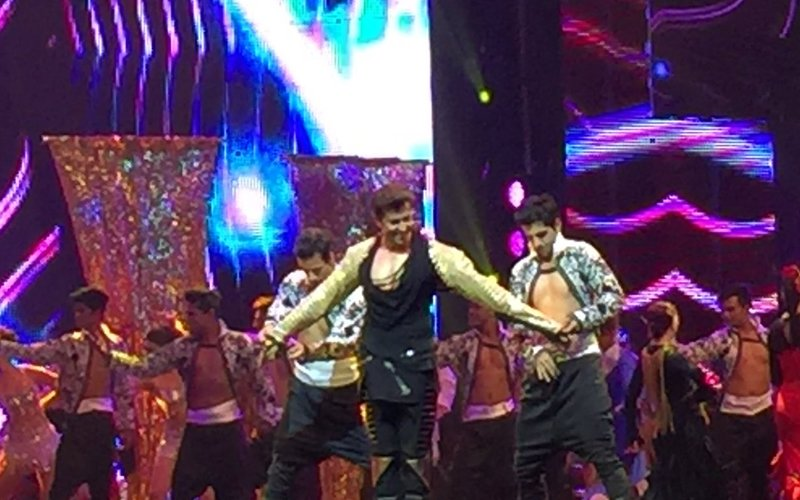 IIFA Fever: Watch Hrithik setting the stage on fire with his dance moves