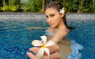 Mouni Roy's Picture Chilling In The Pool Just Made Our Saturday Super Sizzling