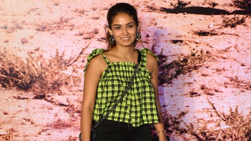 Mira Rajput Brightens Up Our Mood With Her No Make-Up Selfie Just As As Weekend Kicks In