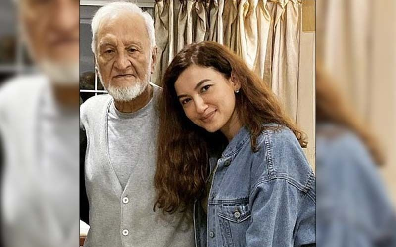 Gauahar Khan Pens An Emotional Note About Her Late Father On His One Month Death Anniversary; Says 'You Were Everything To Me'