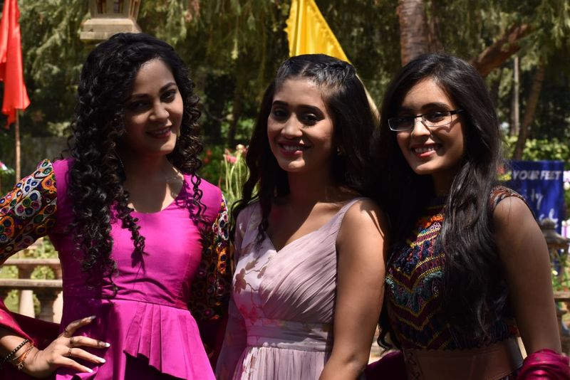 Yeh Rishtey Hai Pyaar Ke: Rhea Sharma, Shivangi Joshi, Kaveri Priyam Are The New BFFs?