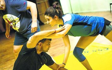 Pictures of Anushka wrestling for Sultan