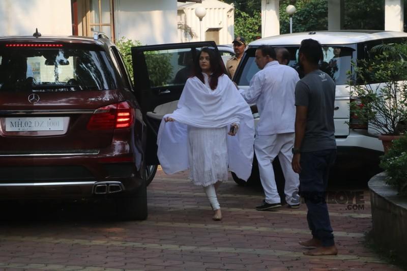 Aishwarya Rai At Krishna Raj Kapoors Residence