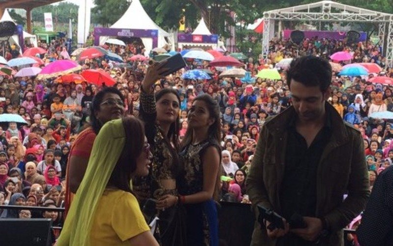 Team Uttaran meets their Indonesian fans