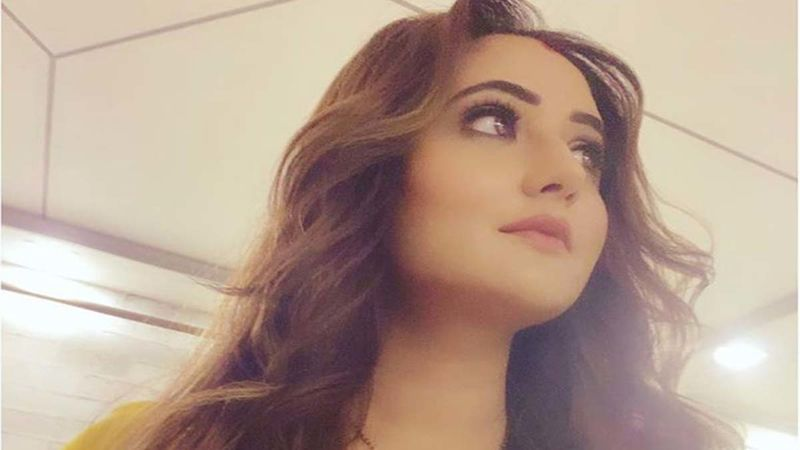 Naagin 4 Diva Rashami Desai Shuts Down A Downright Offensive Troll Without Losing Her Cool