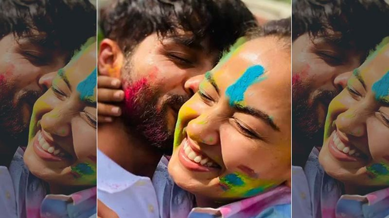 Happy Holi 2021: Shahid Kapoor And Mira Rajput Indulge In Cute PDA As They Celebrate The Festival Of Colours- VIDEO