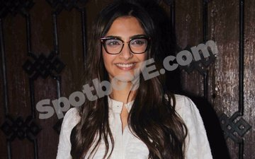 Sonam Kapoor celebrates 31st birthday with family