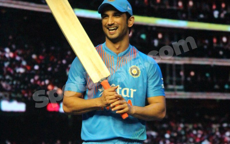Sushant Singh Rajput Tries To Impress This Lady With His Batting Skills