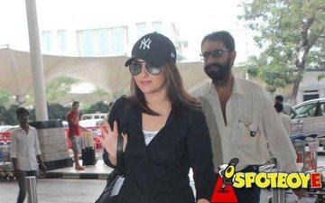 Sonakshi Sinha Takes Off On Vacation