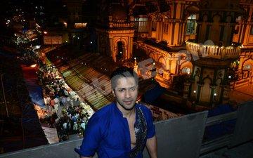 Varun Dhawan offers Ramzan prayers at Mohammad Ali Road Masjid