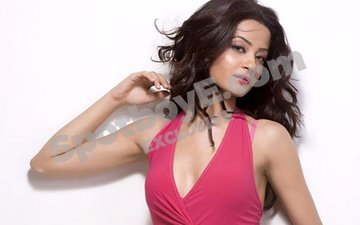 I have faced the casting couch, reveals Surveen Chawla