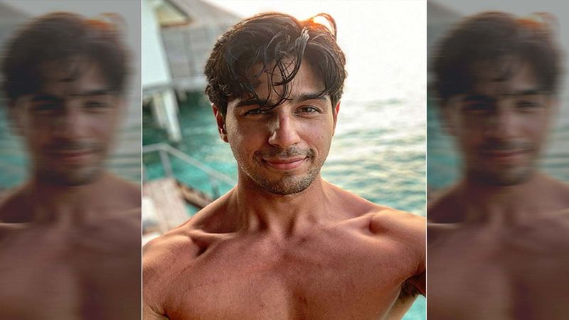 Sidharth Malhotra Drops A Shirtless Thirst Pic On His Insta; Asks His Fans, 'Can You Sea Me Clearly Now'