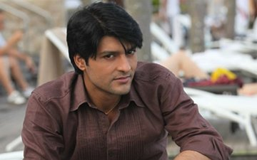 Again! Anas Rashid throws a huge fit on Diya Aur Baati Hum sets