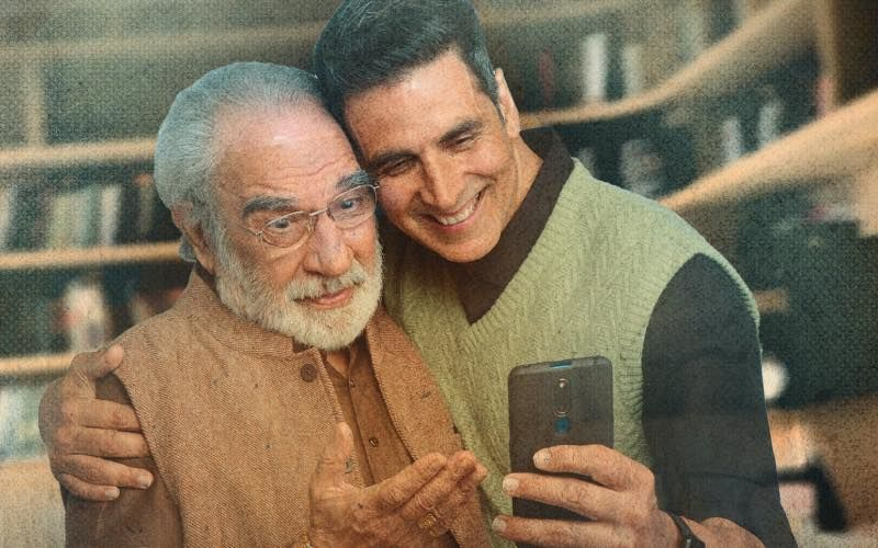 Akshay Kumar Teases Fans With A Picture With Kulbhushan Kharbanda; Fans Wonder If It's For A Movie Announcement