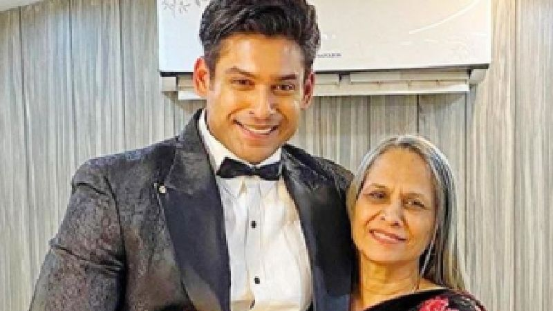 Bigg Boss 13 Winner Sidharth Shukla Gets Clicked As He Steps Out To Take A Stroll With Mother; Has A Light Conversation With Paps