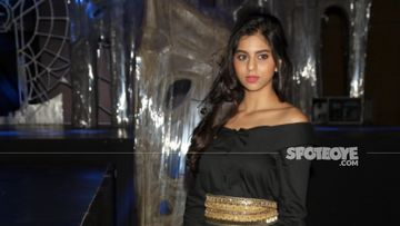Shah Rukh Khan Daughter Suhana Khan Is Missing Her 'Babysitters'; Requests To Ignore 'Awkward Arm'