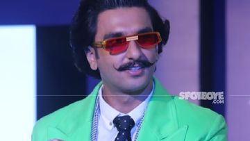 Ranveer Singh's Gets On-Board The Pawri Trend; Trips On Gajar Halwa Along With A Fan - WATCH HERE